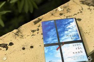 'Ngoài kia, trời rất xanh' - Hành trình cận tử đầy yêu thương của một nhà báo