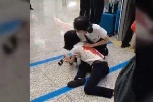 Bị lỡ tàu, hành khách rút dao đâm nhân viên nhà ga