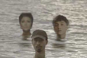 Gây 'ám ảnh' và được 'chế' nhiều nhất những ngày này chính là hình ảnh Đen Vâu ngâm mình dưới nước