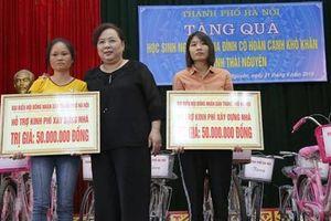 Đoàn công tác TP Hà Nội thăm, tặng quà gia đình có hoàn cảnh khó khăn tại tỉnh Thái Nguyên