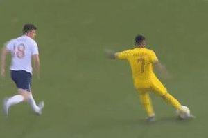 Thủ môn MU bắt bóng nghiệp dư khiến U21 Anh về nước sớm