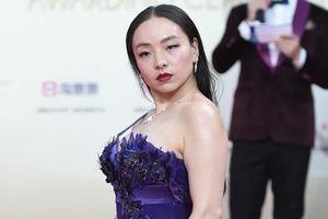 Sao nữ phim 18+ tạo dáng lả lơi trên thảm đỏ
