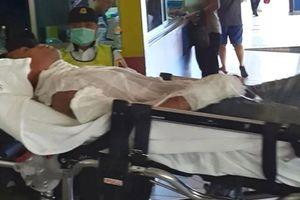 Vừa sạc vừa dùng, chàng trai Malaysia nhập viện vì điện thoại nổ