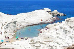 Bãi biển được ví như Mặt Trăng hút khách ở Hy Lạp