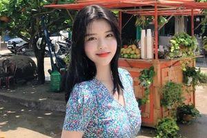 Nữ ca sĩ Hàn khoe vẻ nữ tính trong chuyến du lịch tới Hội An