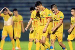 CLB Nam Định nhận hàng loạt án phạt từ VFF