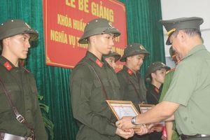 Bế giảng khóa huấn luyện chiến sĩ phục vụ trong CAND năm 2019