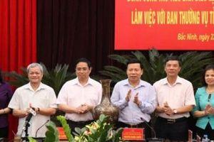 Đồng chí Phạm Minh Chính -Trưởng Ban Tổ chức Trung ương cùng Đoàn Tiểu ban Điều lệ Đảng làm việc tại Bắc Ninh