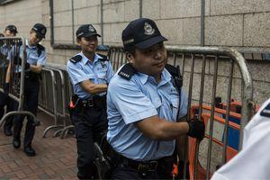 Người biểu tình Hồng Kông giải tán sau nhiều giờ bao vây trụ sở cảnh sát