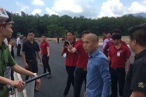Nhận lệnh bắt giam, nhân viên Alibaba... bật khóc