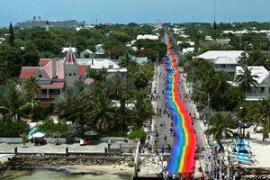 Lịch sử lý thú của cờ 'cầu vồng' LGBT - biểu tượng toàn cầu cho tháng Tự hào đồng tính