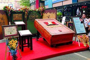 Gặp nghệ nhân làm sách gỗ 500kg về Đại tướng Võ Nguyên Giáp