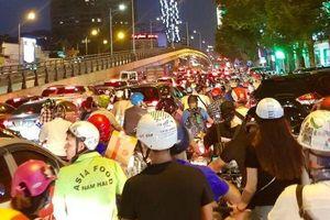 Va chạm với ô tô 7 chỗ, nam thanh niên điều khiển xe máy tử vong trên cầu vượt Lê Văn Lương