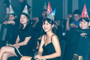 Minh Hằng khóc hết nước mắt trong buổi sinh nhật, khởi động dự án 10 năm hoạt động