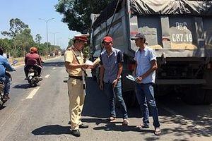 CSGT 'đội nắng' đảm bảo an toàn giao thông