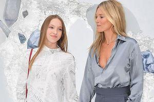 Con gái tuổi teen của siêu mẫu Kate Moss xinh đẹp lấn át mẹ