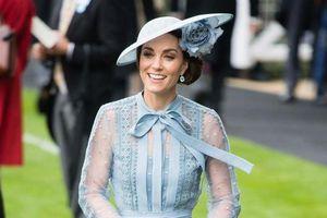 Công nương Kate Middleton nữ tính, Rihanna gợi cảm nhất tuần