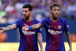 Neymar phải giảm lương xuống mức thấp hơn Messi để được về Barcelona