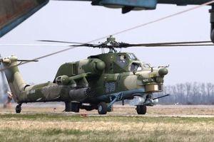 Mi-28 biểu diễn cực độc vừa bay vừa xoay quanh trục