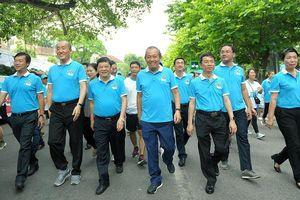 Phó Thủ tướng Trương Hòa Bình cùng hàng nghìn người 'Đi bộ vì sức khỏe'
