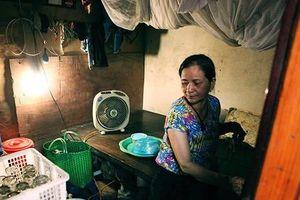 Người phụ nữ sống trong căn phòng trọ 6m2, 10 năm mưu sinh giữa thủ đô