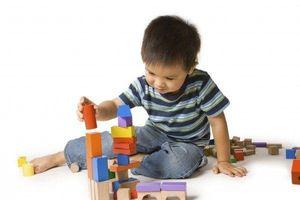 Đồ chơi bằng nhựa ẩn chứa những nguy hiểm khôn lường đối với sức khỏe của trẻ
