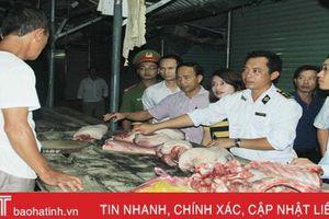 Phát hiện nhiều quầy thịt lợn không có dấu kiểm soát giết mổ ở Nghi Xuân