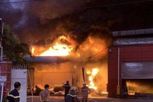 'Bà hỏa' thiêu rụi khối tài sản gần 30 tỷ đồng của công ty sản xuất vỏ cơm hộp ở Long An