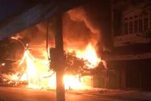 Lâm Đồng: Cháy lớn ở chợ Đức Trọng, thiêu rụi 12 ki ốt