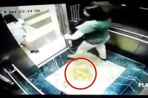 2 nữ khách che camera để 'tè' trong thang máy chung cư