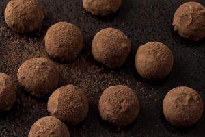 Bên trong nhà máy làm chocolate nấm truffle ngon nhất thế giới