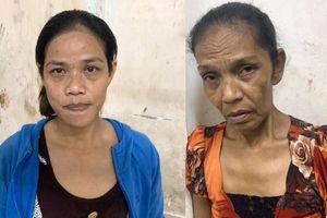 Trinh sát mật phục bắt 2 'nữ quái' móc túi ở phố Tây Bùi Viện