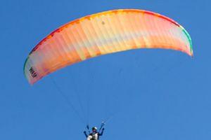 Dù lượn quốc tế hội tụ sắc màu độc đáo trên bầu trời đảo Lý Sơn