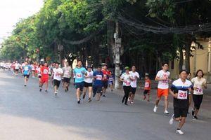 Thành phố Hà Tĩnh thi chạy Việt dã gia đình