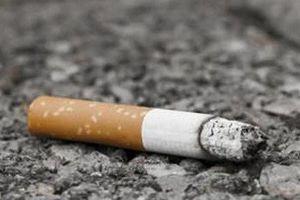 Vứt mẩu thuốc lá không đúng nơi quy định bị phạt từ 500.000 đồng đến 1.000.000 đồng