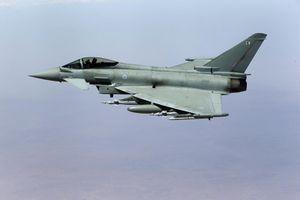 Chiến đấu cơ Anh áp tải máy bay vì hành khách quậy