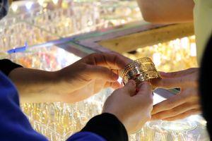 Vàng sôi động trong phiên đầu tuần