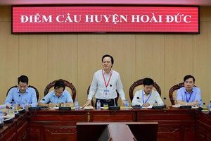 Thị sát điểm thi sáng nay, Bộ trưởng Phùng Xuân Nhạ nhắn nhủ thí sinh vững tâm làm tốt bài thi