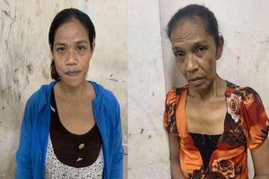 Trinh sát mật phục bắt 2 'nữ quái' móc túi du khách ở phố Tây