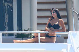 Bồ yêu Ronaldo mặc bikini 'đốt mắt' phái mạnh