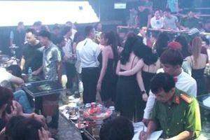 Đột kích quán Bar, phát hiện gần 200 nam thanh, nữ tú đang thác loạn