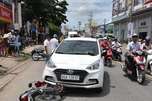 Gã đàn ông bán ma túy liều lĩnh lao ô tô vào xe công an nhằm thoát thân