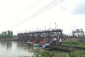 Hải Phòng: Thuyền đánh cá bị cuốn vào cống thủy lợi, 2 bà cháu tử vong