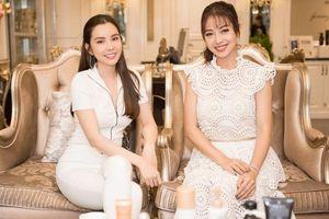 Hoa hậu Huỳnh Vy rơi nước mắt trên bàn ăn cùng Jennifer Phạm khi nhắc về mẹ