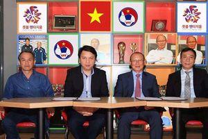 Mặt trái từ hợp đồng của HLV Park Hang Seo và VFF