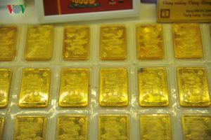 Giá vàng hôm nay tiếp tục lập kỷ lục mới