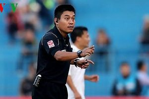 Kiểm tra thể lực, trọng tài FIFA Việt Nam ngất xỉu trên sân Hàng Đẫy
