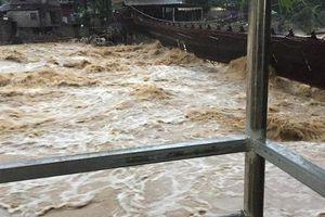 Lào Cai: Mưa lũ lớn, hàng chục nhà dân bị càn quét lúc nửa đêm