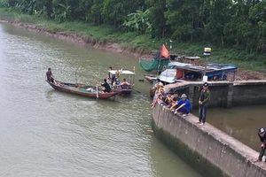 Đã tìm thấy thi thể 2 bà cháu bị lật thuyền đánh cá tại Hải Dương