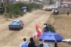 Xe đua mất lái đâm chết người đứng xem tại Mexico